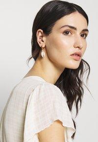 WALD - JUST A FRIEND EARRING - Earrings - gold-coloured - 1