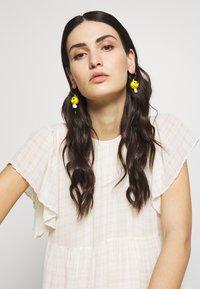 WALD - DUDE EARRINGS - Earrings - yellow - 1