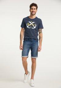 Schmuddelwedda - T-SHIRT - T-shirt imprimé - marine - 1