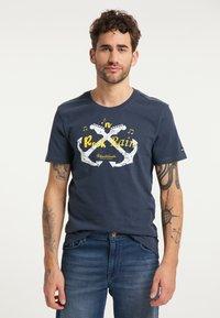 Schmuddelwedda - T-SHIRT - T-shirt imprimé - marine - 0