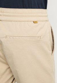 WeSC - Pantalon classique - white pepper - 5
