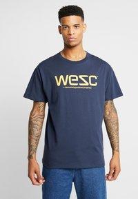 WeSC - T-shirt imprimé - navy - 0