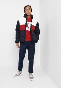 WeSC - BOX ICON  - Sweatshirt - jester red - 1