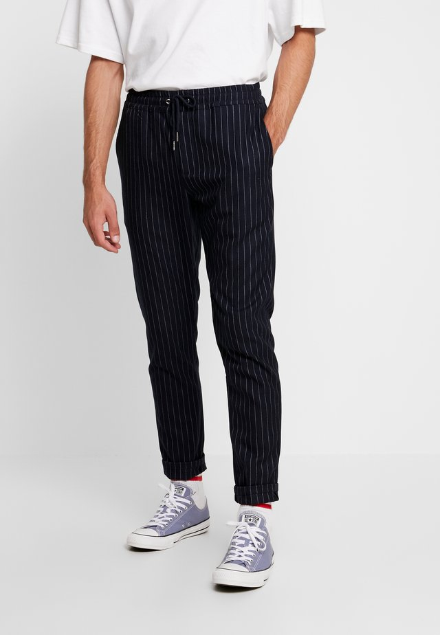 JANZIK STRING PANTS  - Stoffhose - navy/white