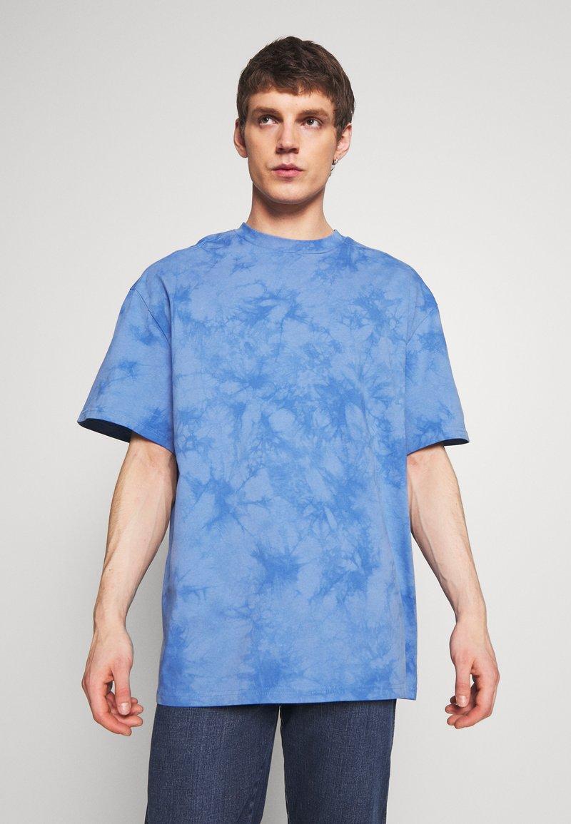 Weekday - UNISEX GREAT - T-shirt imprimé - blue tie dye