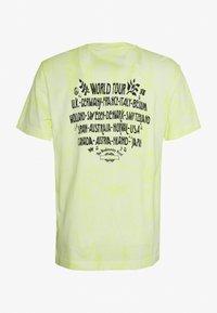 Weekday - UNISEX BILLY BIODIVERSITY - T-shirt imprimé - yellow tie dye - 1