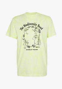 Weekday - UNISEX BILLY BIODIVERSITY - T-shirt imprimé - yellow tie dye - 0