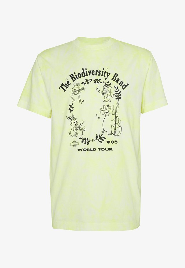 UNISEX BILLY BIODIVERSITY - T-shirts med print - yellow tie dye