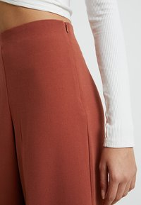 Weekday - JULIA  - Trousers - rust red - 4