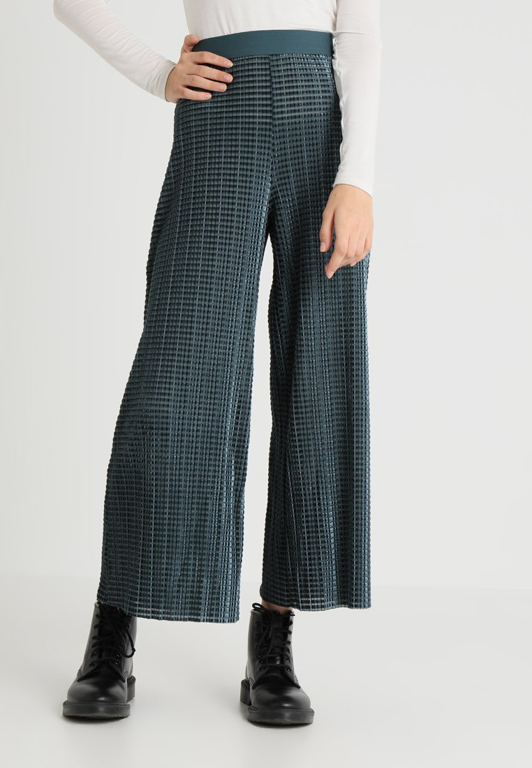 Weekday - WASSILY VELVET PLEAT TROUSER - Pantaloni - petrol