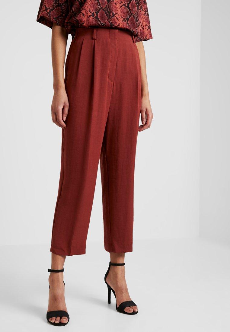 Weekday - RITZ  - Spodnie materiałowe - rust red