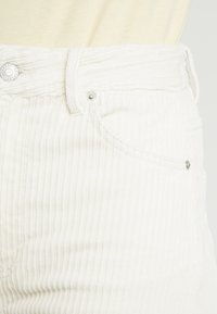 Weekday - ACE TROUSER - Bukse - off white - 4
