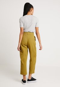 Weekday - MOLINO TROUSERS - Pantaloni - yellowgreen - 2