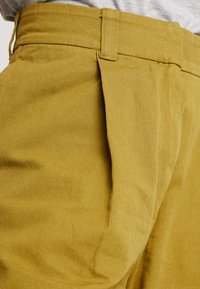 Weekday - MOLINO TROUSERS - Pantaloni - yellowgreen - 4