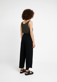 Weekday - LULA TROUSERS - Pantaloni - black - 2