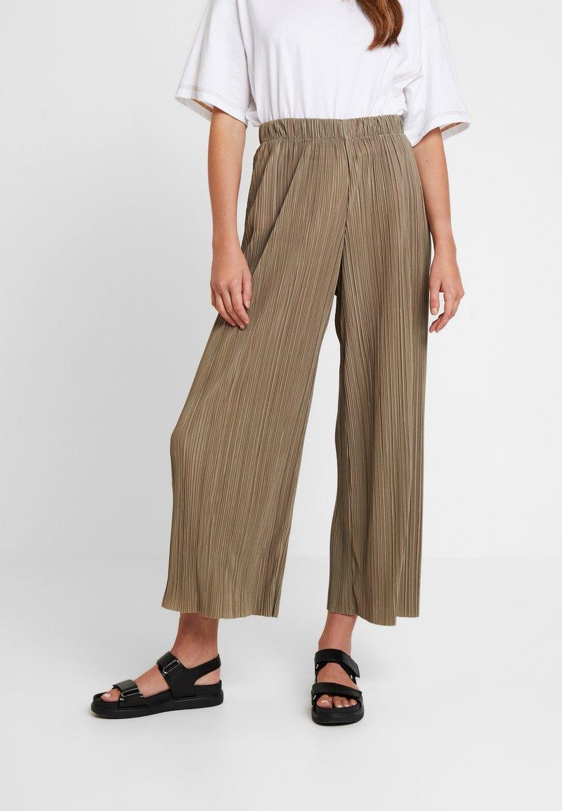 Weekday - WASSILY TROUSER - Kalhoty - khaki