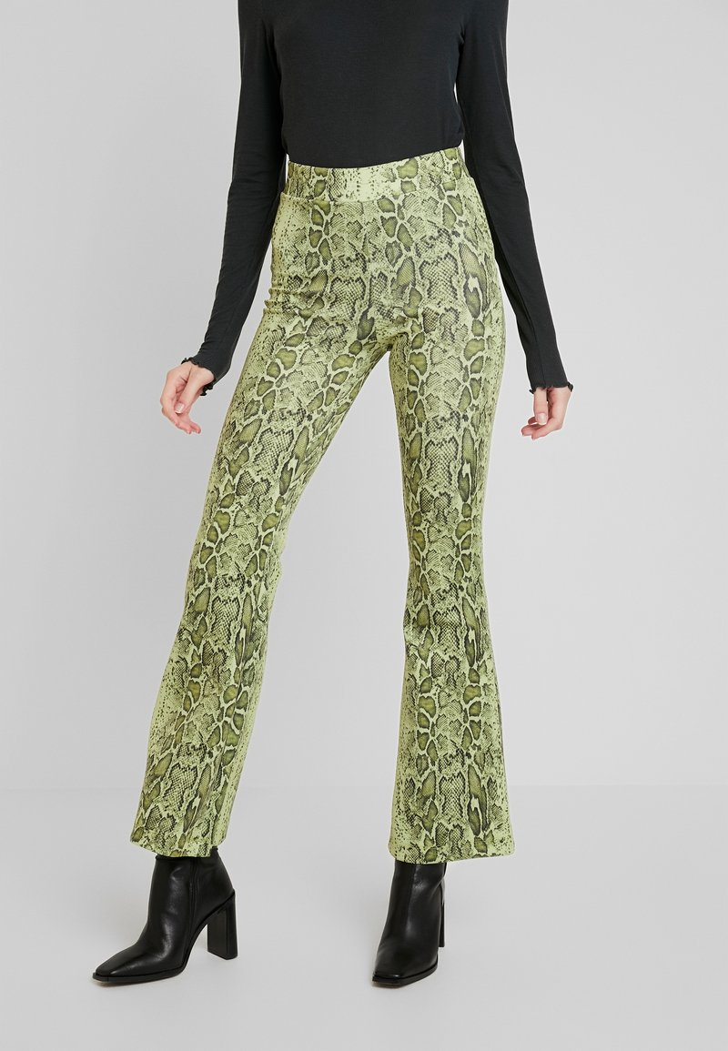 Weekday - BONNIE TROUSERS - Stoffhose - green