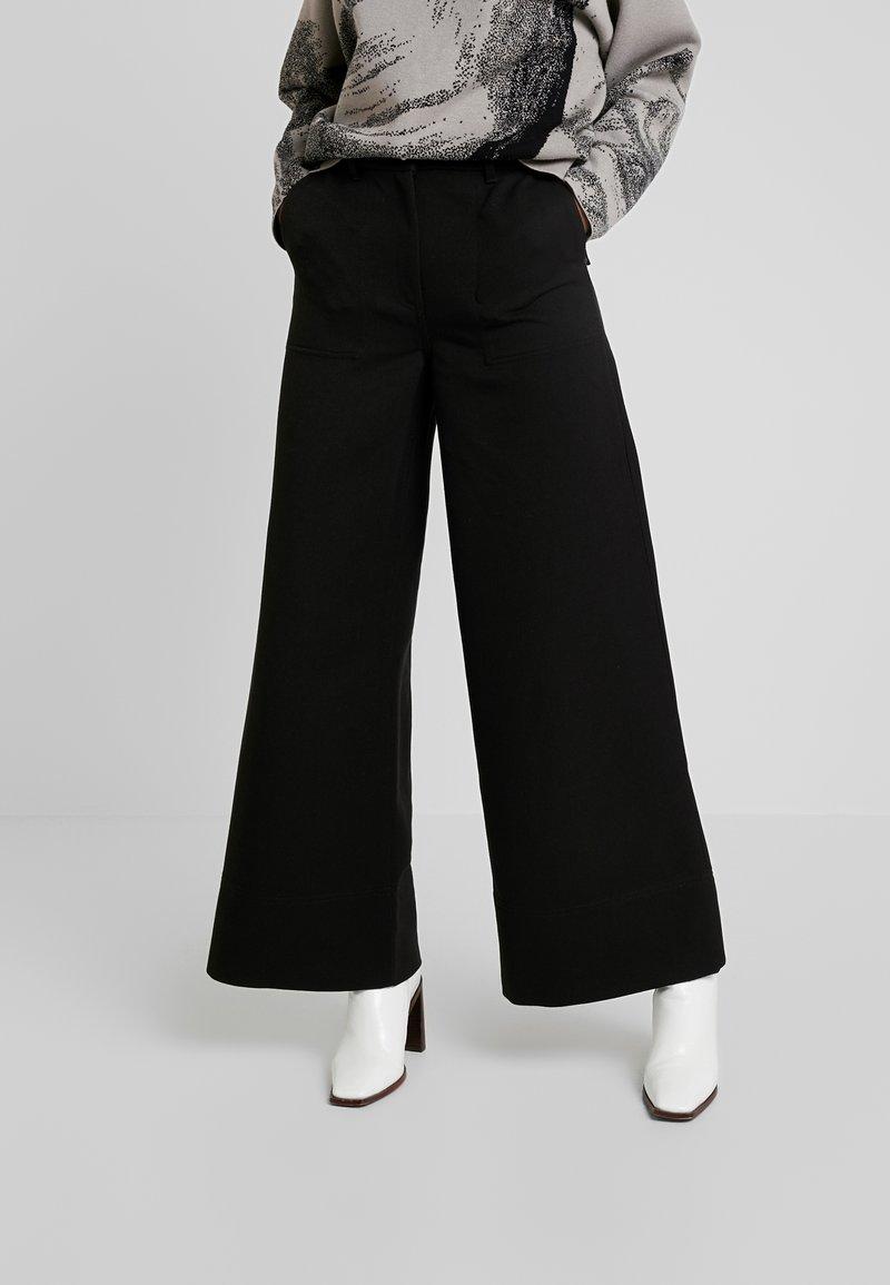 Weekday - KIM TROUSERS - Trousers - black