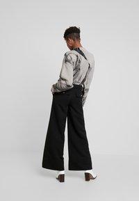 Weekday - KIM TROUSERS - Trousers - black - 3