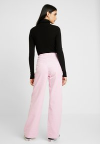 Weekday - TROUSERS - Trousers - pink