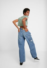 Weekday - BIG SKATER TROUSER - Flared jeans - mid stone - 2