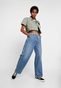 Weekday - BIG SKATER TROUSER - Flared Jeans - mid stone - 1
