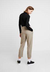 Weekday - MARSHA TROUSER - Kalhoty - light mole - 2