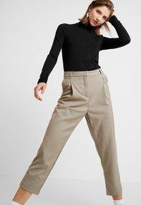 Weekday - MARSHA TROUSER - Kalhoty - light mole - 3