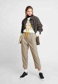Weekday - MARSHA TROUSER - Kalhoty - light mole - 1