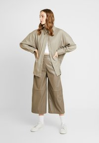 Weekday - REGINA TROUSER - Trousers - mole - 1