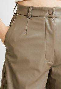 Weekday - REGINA TROUSER - Kalhoty - mole - 5