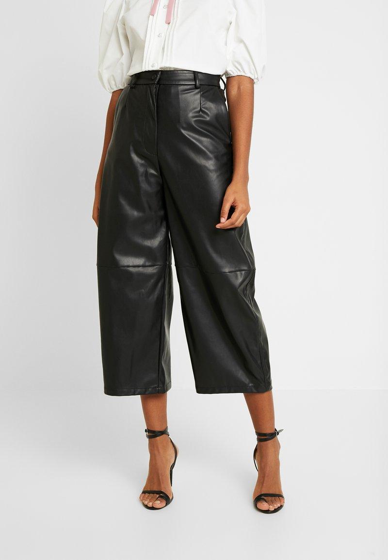 Weekday - REGINA TROUSER - Trousers - black