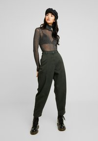 Weekday - TAMI TROUSER - Pantalon classique - green - 1