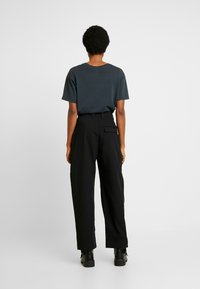 Weekday - QUINN TROUSER - Pantalon classique - black - 2