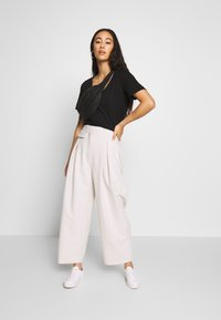 Weekday - NIGELLA TROUSER - Trousers - mole dusty light