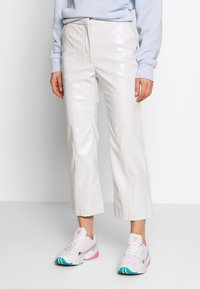 Weekday - PIPER PATENT TROUSER - Stoffhose - mole dusty light - 0