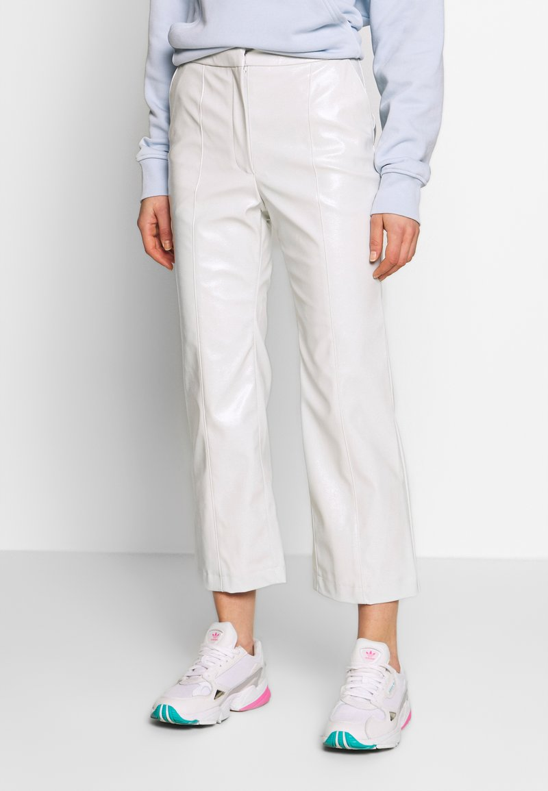 Weekday - PIPER PATENT TROUSER - Stoffhose - mole dusty light