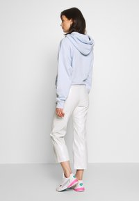 Weekday - PIPER PATENT TROUSER - Stoffhose - mole dusty light - 2