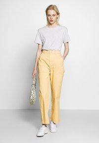 Weekday - GWYNETH TROUSER - Pantalones - medium beige - 1