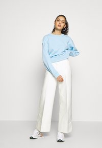 Weekday - TROUSERS - Trousers - white - 1