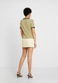 Weekday - WEND SKIRT - Jupe en jean - pale yellow - 2