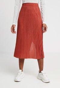Weekday - KILN SKIRT - Pleated skirt - rust - 0