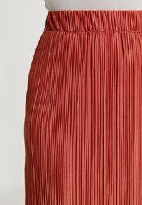 Weekday - KILN SKIRT - Pleated skirt - rust - 4