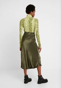 Weekday - IRMA SKIRT - Pencil skirt - khaki - 2