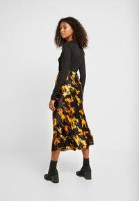 Weekday - IRMA SKIRT - Pencil skirt - black/yellow - 2