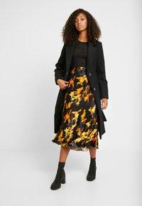 Weekday - IRMA SKIRT - Pencil skirt - black/yellow - 1