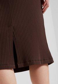 Weekday - SKIRT - Pouzdrová sukně - brown - 4