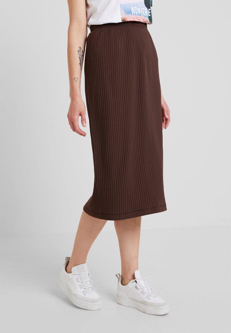 Weekday - SKIRT - Pouzdrová sukně - brown