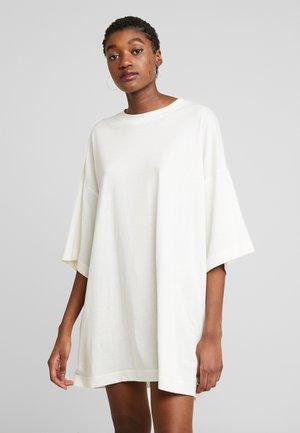 HUGE DRESS - Robe en jersey - white dusty light