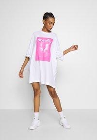Weekday - HUGE DRESS - Jerseyjurk - white - 1